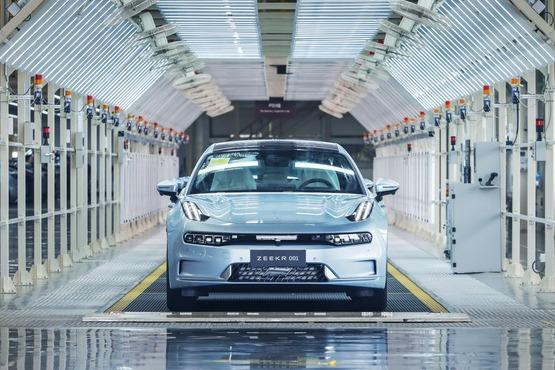 极氪001量产车工厂下线 首批车10月23日交付