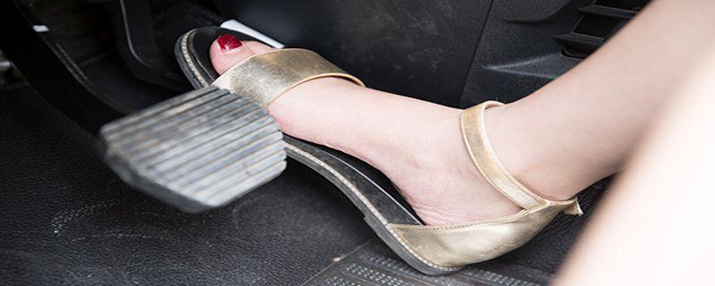 汽车脚垫怎么安装
