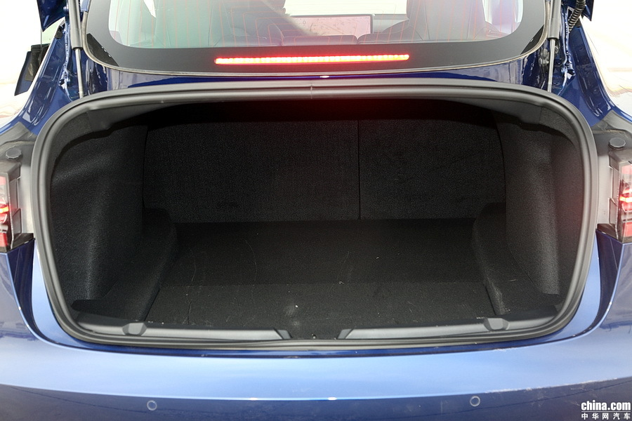Model 3 2019款 Performance高性能全轮驱动版 空间