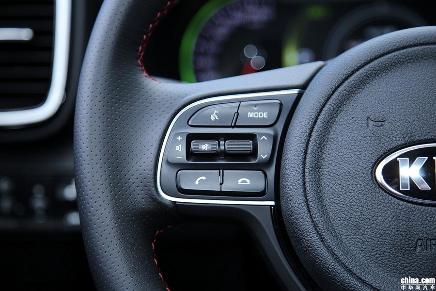 左侧方向盘功能按键