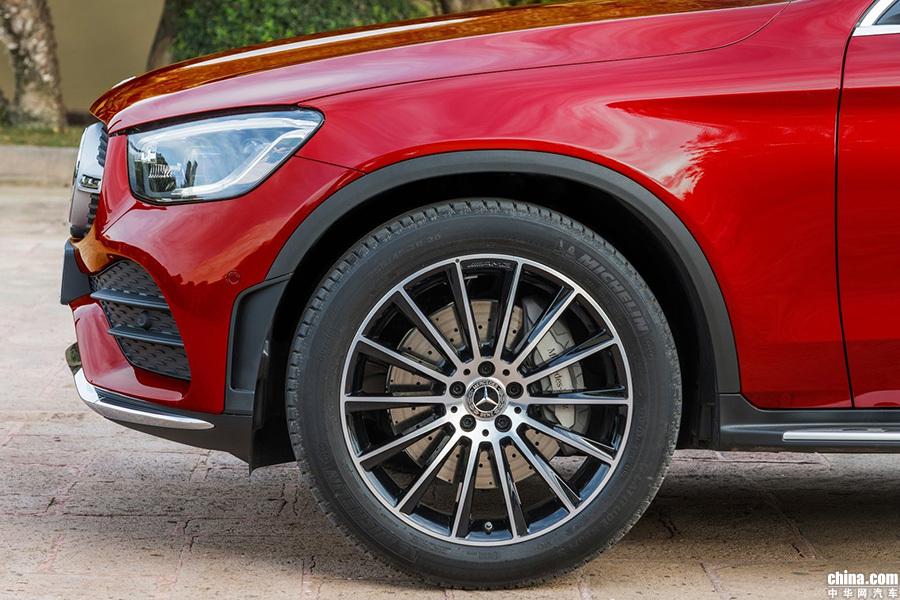 运动化更加明显 奔驰发布全新GLC Coupe官图