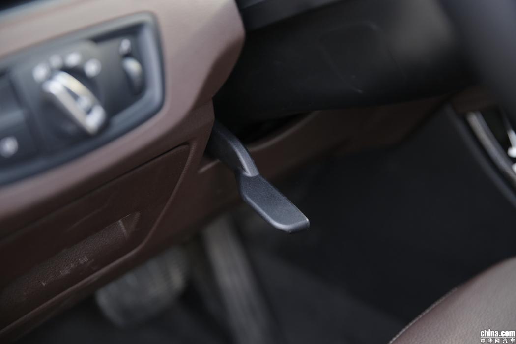 宝马X1 2019款 xDrive20Li 尊享型 内饰