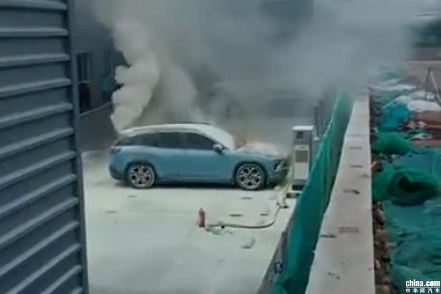 西安一辆蔚来ES8自燃 官方称已对燃烧原因展开调查
