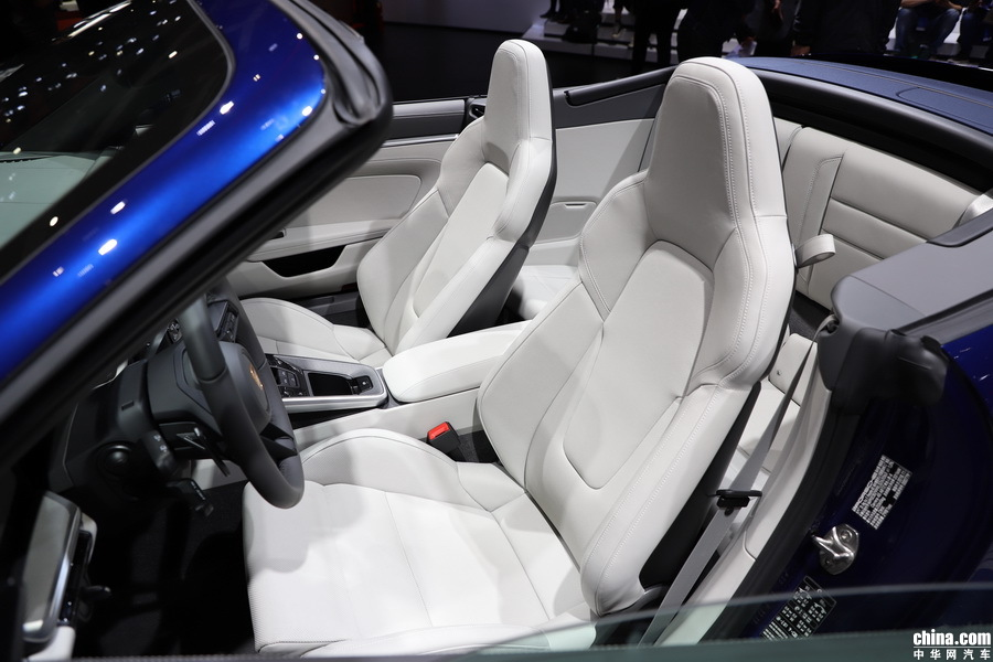 保时捷911 2019款 Carrera 4S Cabriolet 3.0T 空间