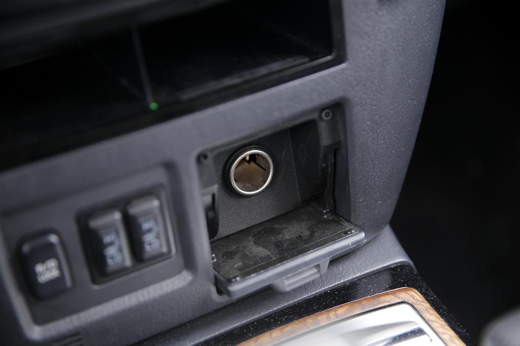 USB、AUX、SD卡槽等
