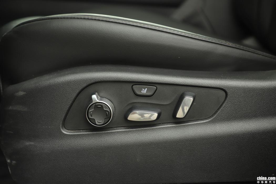 凯迪拉克XT4 2018款 28T 四驱铂金运动 空间