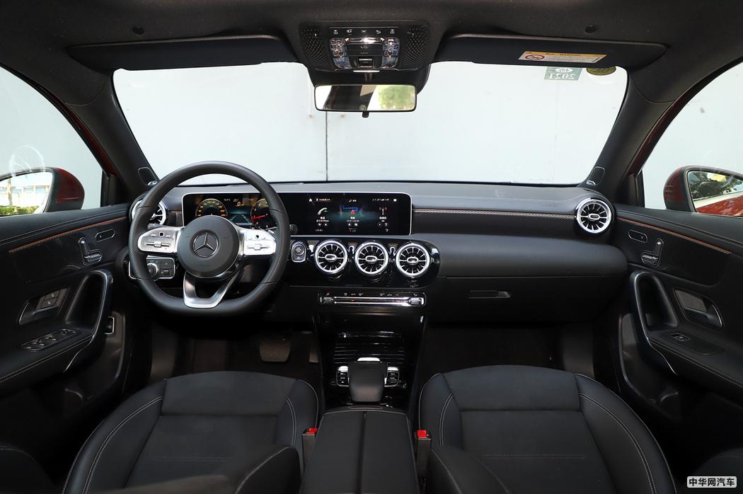 奔驰A级 2019款 A 200 L 运动轿车 内饰