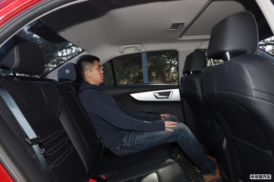 秦 2019款 1.5L 自动尊贵型 空间