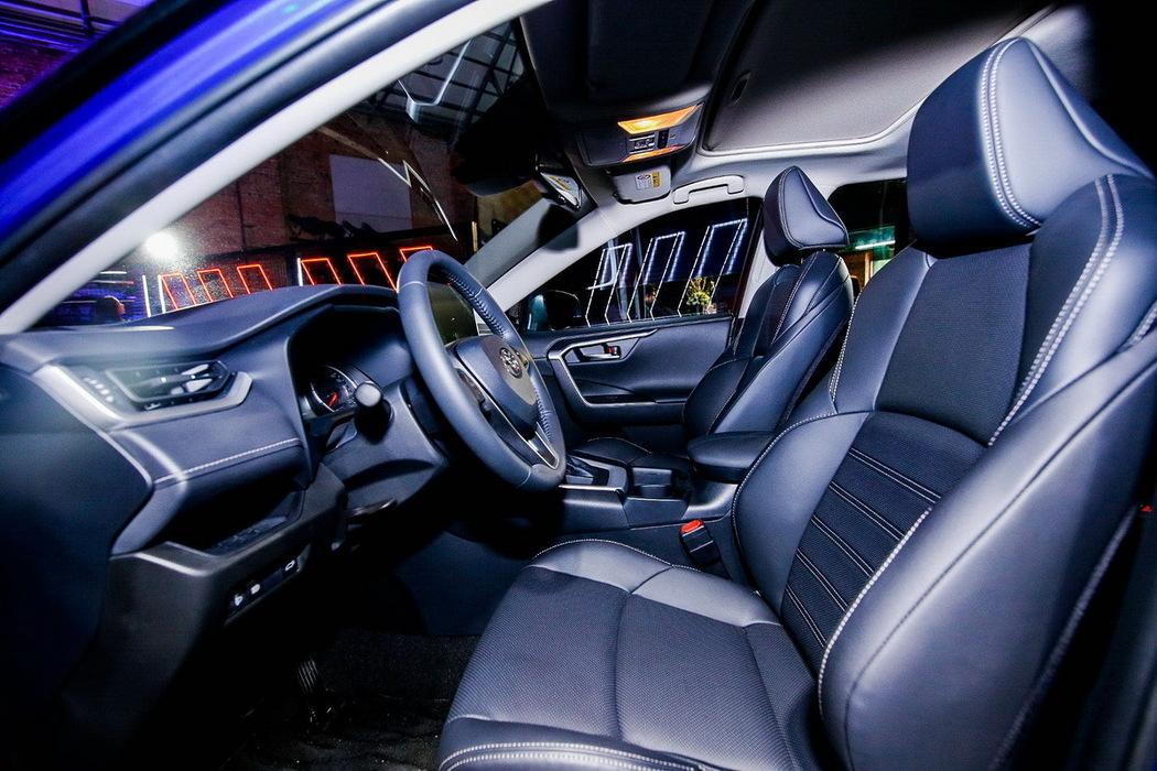 威兰达 2020款 双擎 2.5L CVT四驱豪华版 组图