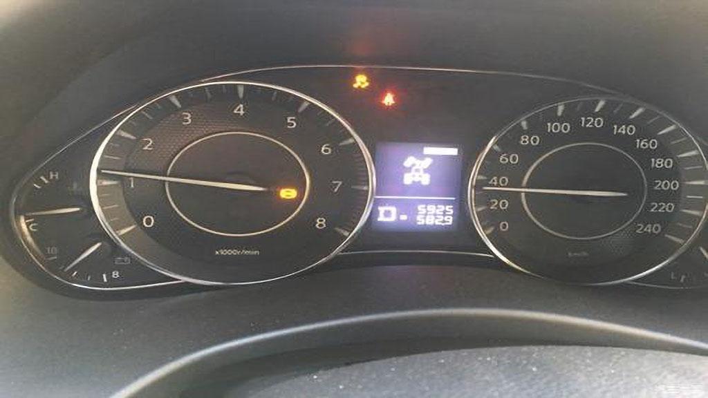 汽车侧滑灯亮怎么回事