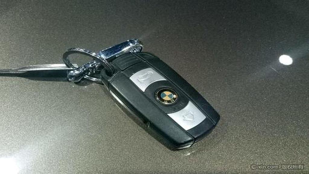 宝马x5钥匙电池怎么换
