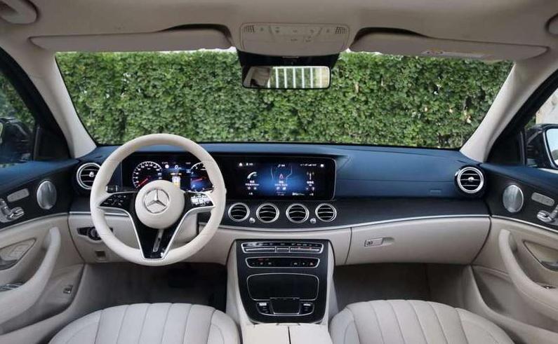 奔驰新款E级轿车上市 售43.99万-56.29万元
