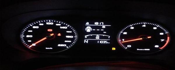 荣威360胎压灯亮了怎么按复位