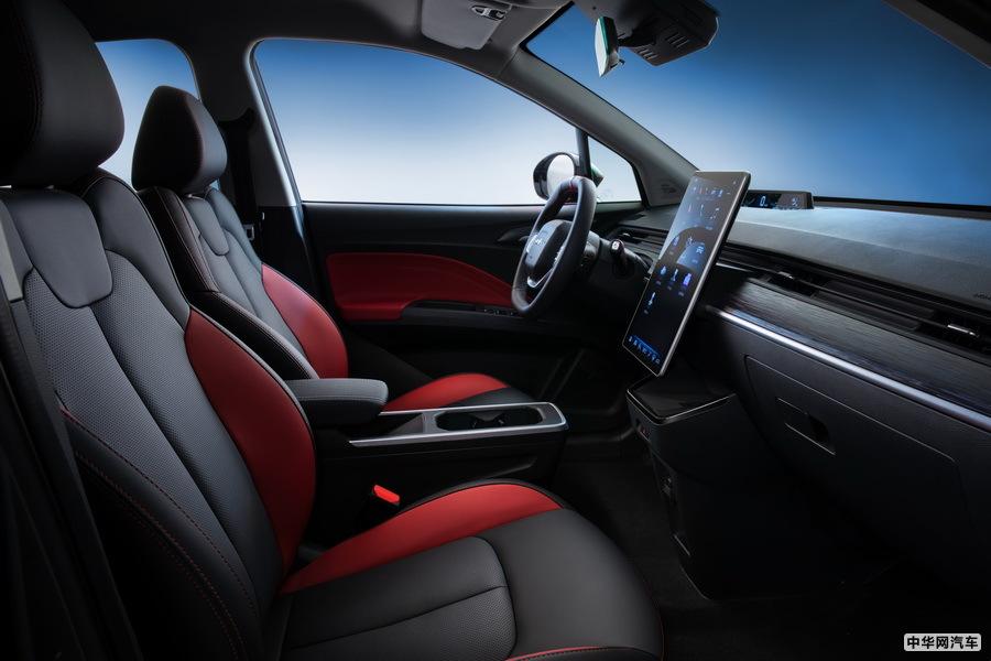哪吒V两款定制版车上市 售价7.29和7.69万