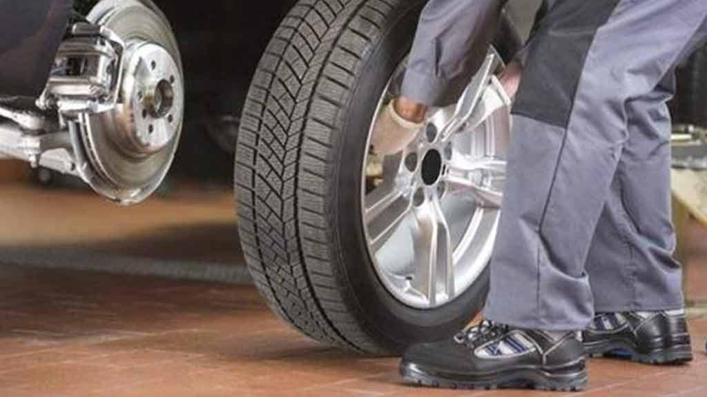 坏一个轮胎要换2个吗