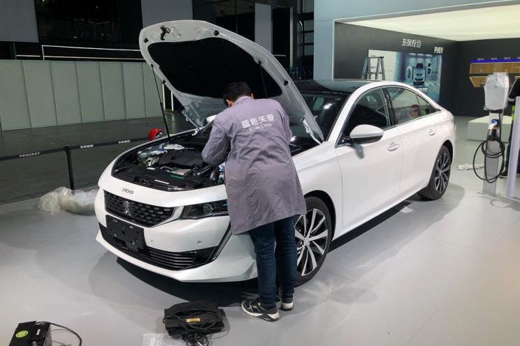 沿用燃油版车型设计 标致508L插电混动版实车曝光