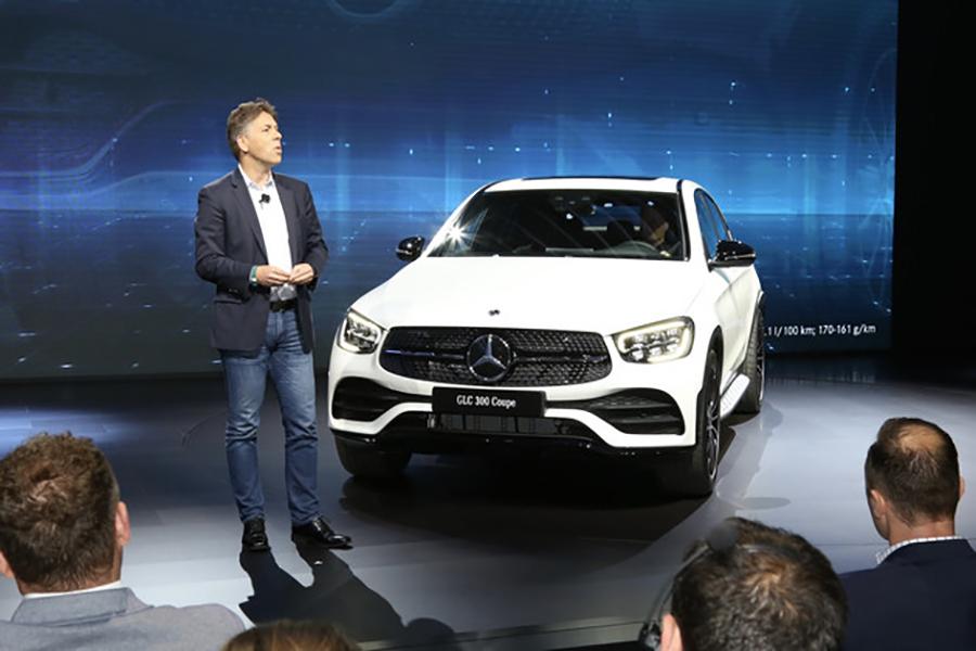 细节之处进行优化 奔驰正式发布新款GLC Coupe