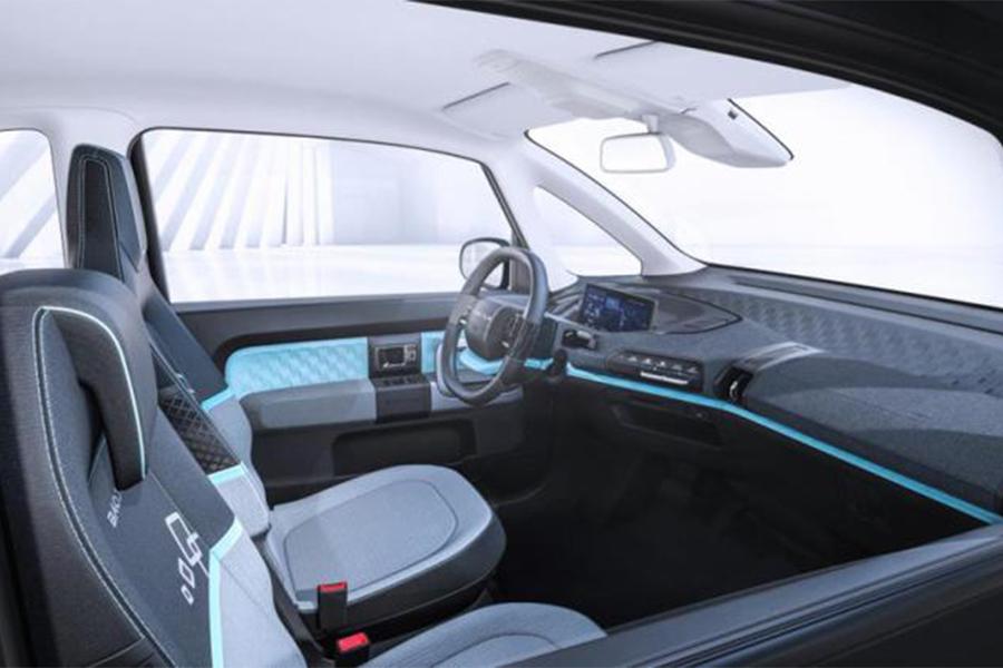 科技实用两不误 新宝骏E300车型内饰曝光