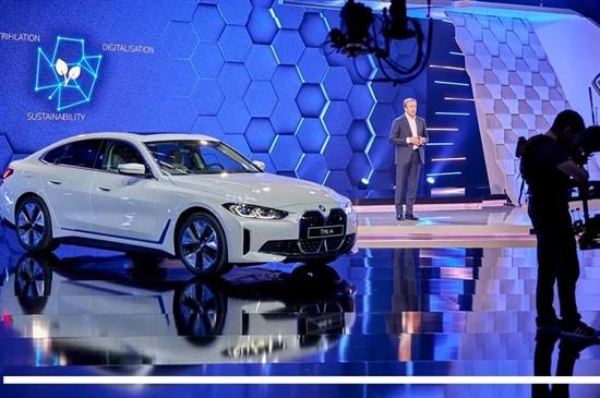宝马2025年将推电动车架构 燃油车也可用